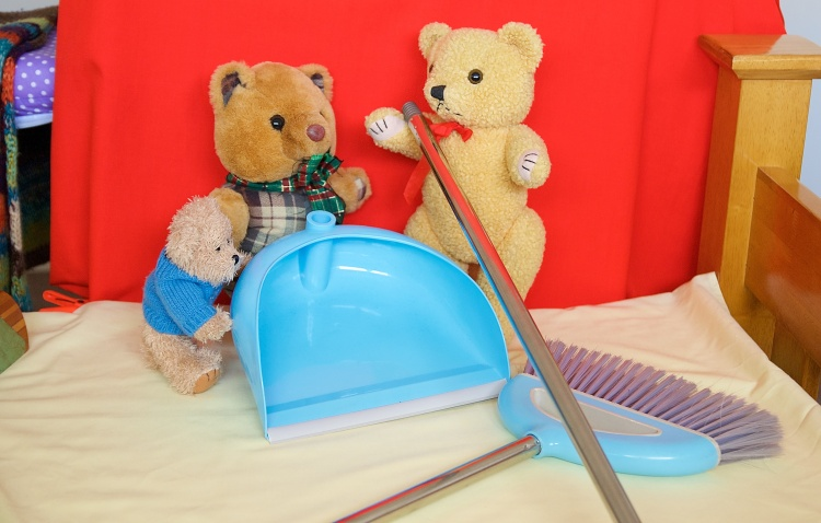 Little Teddy and Scotty and Old Yellow discuss turning a broom into a delicate medical instrument